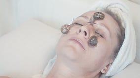 Slime σαλιγκαριών χρησιμοποιείται αυτήν την περίοδο στα ανθρώπινα καλλυντικά απόθεμα βίντεο