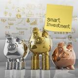 Slimme investering met kleverige nota over winnaarspaarvarken Royalty-vrije Stock Afbeeldingen