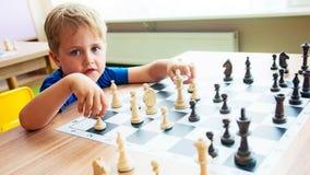 Slimme schaakspeler royalty-vrije stock fotografie