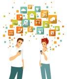 Slimme telefoon die concept met mensen en apps pictogrammen hanteren Royalty-vrije Stock Afbeeldingen