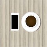 Slimme telefoon en hete koffie Royalty-vrije Stock Foto's