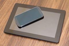 Slimme Telefoon en Tablet met het Lege Scherm Stock Afbeeldingen