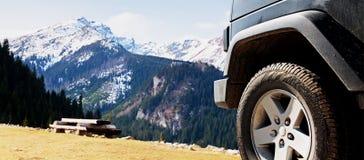 Slinga för affärsföretag för smuts för jeepbil offroad Arkivbild