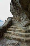Slinga Golitsyn - falkbanan som en bergbana sned på sida av Koba-Kaya crimea royaltyfria bilder