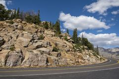 Slingan Ridge Road Rocky Mountain National parkerar, USA royaltyfri bild