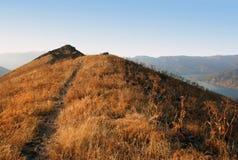 Slingan upp berget i den västra Tien Shan Royaltyfri Bild