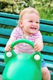 Slingerende baby Stock Fotografie