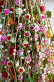 Slingers van mooie bloemen voor kapsels royalty-vrije stock afbeeldingen