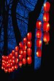 Slingers van rode Chinese lantaarns voor het Nieuwjaar stock afbeelding