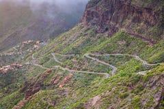 Slingrande berg Landskap av den Masca klyftan Härligt tävla Royaltyfri Bild