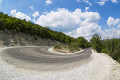 Slingrande väg för sommar i Abrau-Durso, Ryssland Royaltyfri Bild