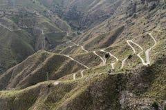 Slingrande väg på Castelmola - Sicilien, Italien Royaltyfria Bilder