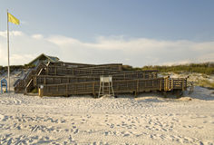 Slingrig uppsättning av träramper på stranden Fotografering för Bildbyråer