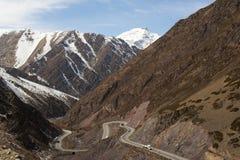 Slingrig väg för berg Royaltyfria Bilder