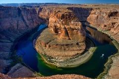 Slingringar för Arizona hästskokrökning av Coloradofloden i Glen Canyon Royaltyfri Fotografi