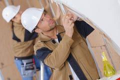 slitage arbetare för konstruktionshjälm arkivfoton