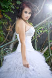 slitage bröllopkvinna för gullig klänning Arkivbilder