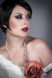 Slitage för klaff för Gourgeos kvinnligbrunett royaltyfria foton
