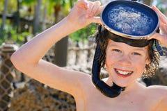 slitage för snorkel för pojkemaskering le Arkivfoto