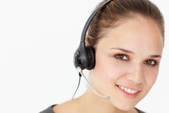 Slitage hörlurar med mikrofon för ung affärskvinna fotografering för bildbyråer