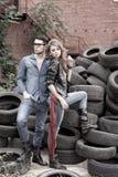 Slitage jeans för sexiga och trendiga par Fotografering för Bildbyråer