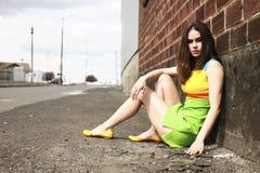 slitage kvinna för färgrik klänning Arkivfoto