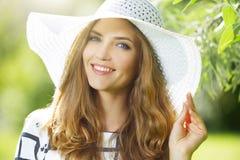 slitage kvinna för hatt Royaltyfri Bild