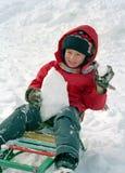 Slitta del bambino su neve Immagini Stock