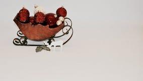 Slitta di legno in pieno degli ornamenti fotografie stock libere da diritti