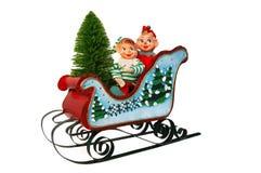 Slitta di natale con gli elfi e l'albero Fotografie Stock