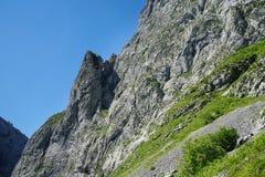 Sloap rocheux de Picos de Europa photographie stock libre de droits