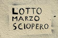 Slogan av mars 8th som är skriftlig på en vägg Arkivbild