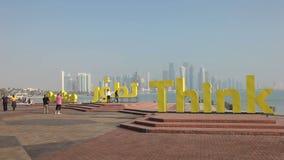 Slogan no corniche de Doha, Catar Fotos de Stock Royalty Free