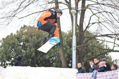 Slopestyle på snowboard Arkivfoton