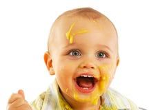 Slordige onder ogen gezien baby na het eten Stock Foto