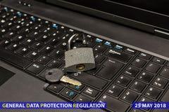 Slot en sleutel als symbool voor Privacy en Algemene Gegevensbescherming R royalty-vrije stock afbeeldingen