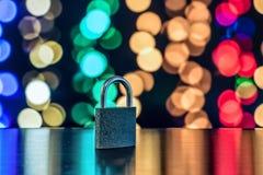 Slot en sleutel als symbool voor Privacy en Algemene Gegevensbescherming R stock foto