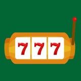 Slot machine con tre seven isolati su fondo verde Fotografia Stock Libera da Diritti