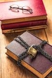 Slot omhoog een oud boek royalty-vrije stock foto's