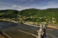 Slot op de Rivier Elbe stock foto's