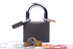 Slot op een witte achtergrond Kasteelclose-up Bescherming van bezit Veiligheid van geld royalty-vrije stock foto's