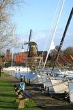 Sloten com moinho de vento e sailboat. Países Baixos. Fotos de Stock
