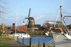 Sloten met windmolen en zeilboot. Nederland. Stock Foto