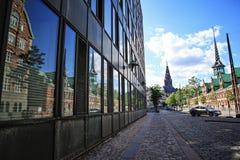 Slotsholmen, vue avec la réflexion de fenêtre sur un vieux Sto célèbre Photos libres de droits
