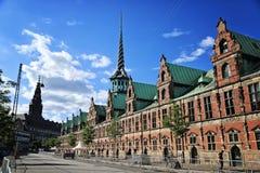 Slotsholmen, vue sur une bourse des valeurs d'anciennes actions célèbre - Børsen La mémoire de T Photo libre de droits