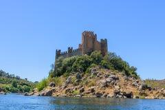 Slottö av Almourol Portugal royaltyfria bilder