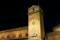 Slott av anledning vid natt i Mantua, Italien Royaltyfri Bild