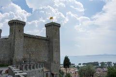 Slott av Blosena nära sjön Arkivfoto