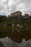 Slott av Cesky Sternberg, tjeckisk republik Arkivfoto