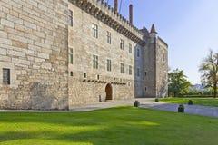 Slott av Duquesen av Braganza, en medeltida slott och museum i Guimaraes Fotografering för Bildbyråer